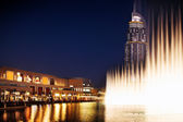 The Dubai Fountain performs and dances to the beat of the music — Stock Photo