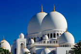 Sheikh Zayed Grand Mosque, Abu Dhabi is the largest in the UAE — Stock Photo
