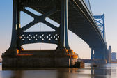 View of Philadelphias Ben Franklin bridge — Foto Stock