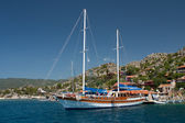 Yacht at anchor in the bay, the Mediterranean Sea, Turkey — Stock Photo