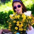 Child with bike and flowers and sunglasses — Stock Photo