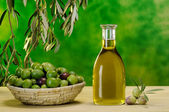 Bottle of extra virgin olive oil — Stock Photo