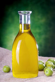 Extravirgin olive oil on canvas with olives — Stock Photo