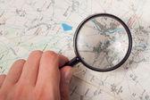 Büyüteç ve harita — Stok fotoğraf