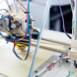 Electronic 3D plastic printer during work in school laboratory — Стоковая фотография
