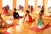 Yoga üben — Stockfoto