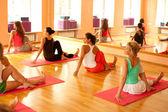 öva yoga — Stockfoto