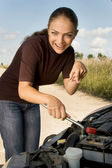 Young girl - novice at auto mechanic — Stockfoto