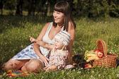 Divertirsi su picnic — Foto Stock