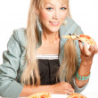 Eating pizza — Stockfoto