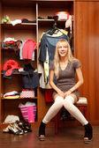 Mladá žena v leginy — Stock fotografie