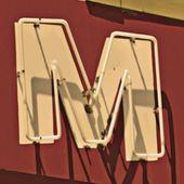 Pintura de la letras m — Foto de Stock
