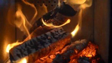 Heiß brennenden Kamin — Stockvideo