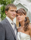 Bride and groom outdoor wedding portrait — Stock Photo