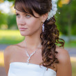 Beautiful bride closeup portrait over green trees outdoor — Stock Photo