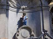 знаменитая статуя писающего, брюссель - бельгия — Стоковое фото