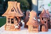 Figurine di argilla piccole case in stile moldavo — Foto Stock