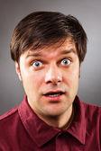 Junger gut aussehender Mann mit erstaunten Ausdruck — Stockfoto