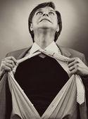 Zakenman scheuren uit zijn shirt — Stockfoto