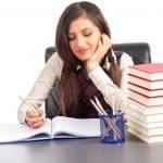 Studioaufnahme lächelnder Schülerin, die ihre Hausaufgaben — Stockfoto #46414665