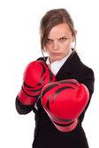 Молодой предприниматель носить боксерские перчатки готовы к конку — Стоковое фото