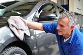 Worker cleaning a car. — Stock Photo