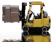 Carrelli elevatori industriali caricato con scatole con riflesso pozza d'acqua — Foto Stock