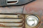 Détails sur le front d'un rouillés vieux pick-up — Photo