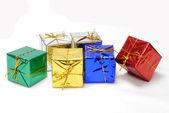 Presentes de natal festivo embrulhado para a temporada — Foto Stock