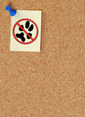 No pets allowed note tacked to corkboard — Stock Photo