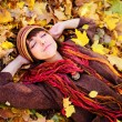 Girl portrait lying in leaves. — Stock Photo