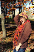 Girl in autumn park. — Stock Photo