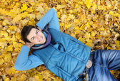 Young man sitting in park. — Foto Stock