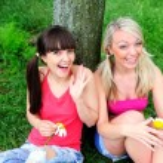 duas amigas de mulheres bonitas — Foto Stock