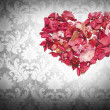Heart made of petals of roses — Stockfoto