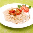 Plate of spaghetti with mushrooms and tomatoes — Foto Stock