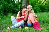 Two beautiful young women friends. — Φωτογραφία Αρχείου