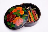 Caja con lápices de color pizarra — Foto de Stock