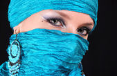 Muslim girl with blue eyes — Stock Photo