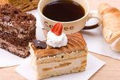 Tortas con taza de café — Foto de Stock