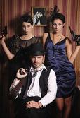 Retrato de tres bandidos con armas. — Foto de Stock
