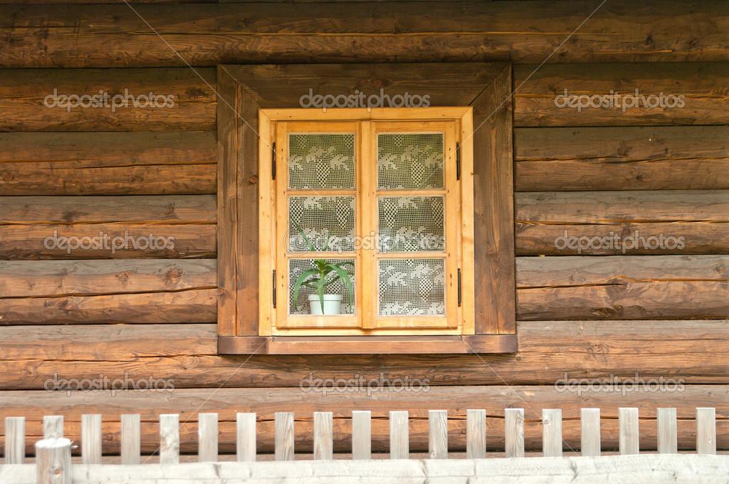 Fen tre dun vieux chalet en bois photographie kasza for Ouvrir fenetre javascript