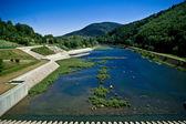 Visa från en damm på floden — Stockfoto