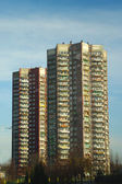 Older high-rise apartment building. live in high-rise — Stock Photo