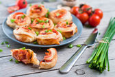 Puff pastry rolls with ham and chese. Baked snacks — Stock Photo