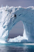 Giant arched iceberg off the coast of Greenland, Atlantic Ocean — Foto de Stock