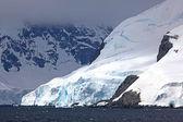 Cruising down the Gerlache Strait, Antarctica — Stockfoto