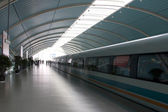Bullet train waiting in the station, Shanghai, China — Stock Photo