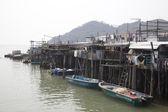 Tradiční domy na kůlech v rybářské vesnici tai o lantau island, Hongkong, Čína — Stock fotografie