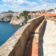 Footpath around the fortified walls of the old town of Dubrovnik, Croatia. — Stock Photo